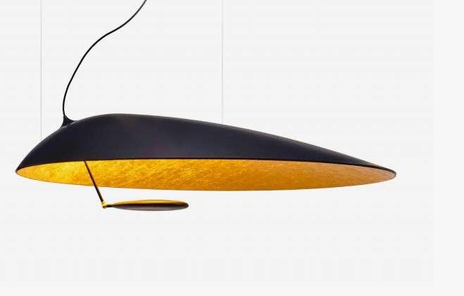 La lampe suspendue U.F.O crée par Fabien Puginier à partir du nez d'un Airbus A340. © A Piece of Sky