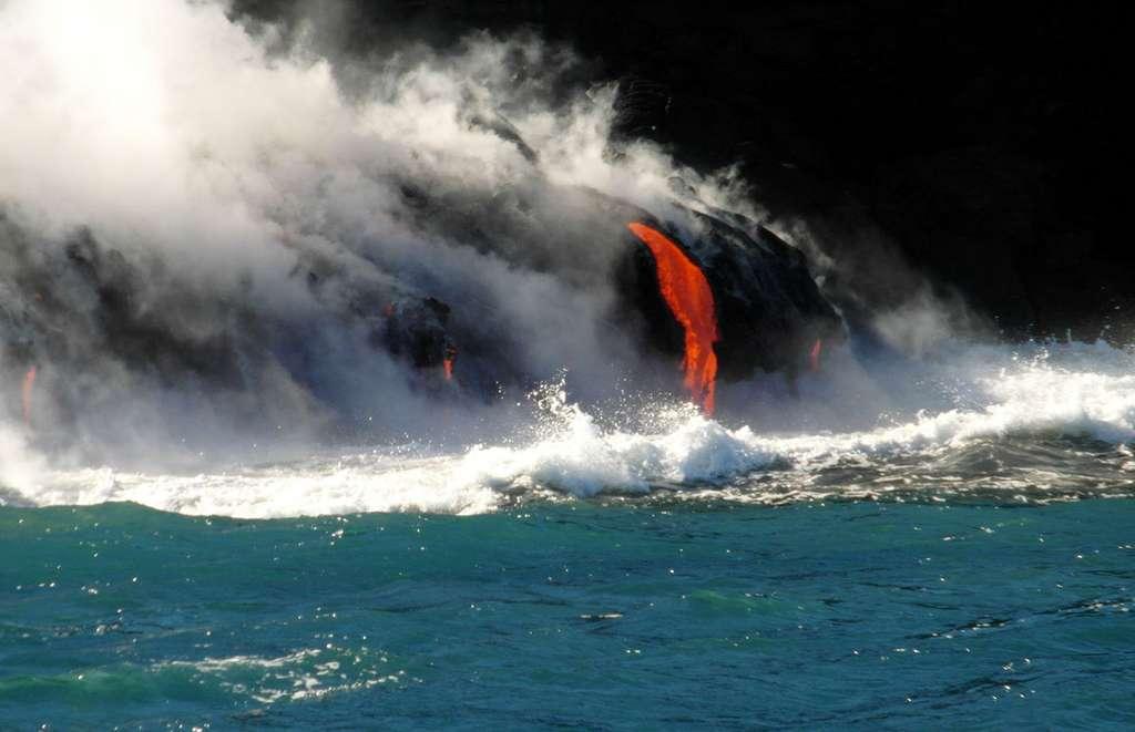 La lave dans la mer à Hawaï en 2013. © Jacques-Marie Bardintzeff, tous droits réservés