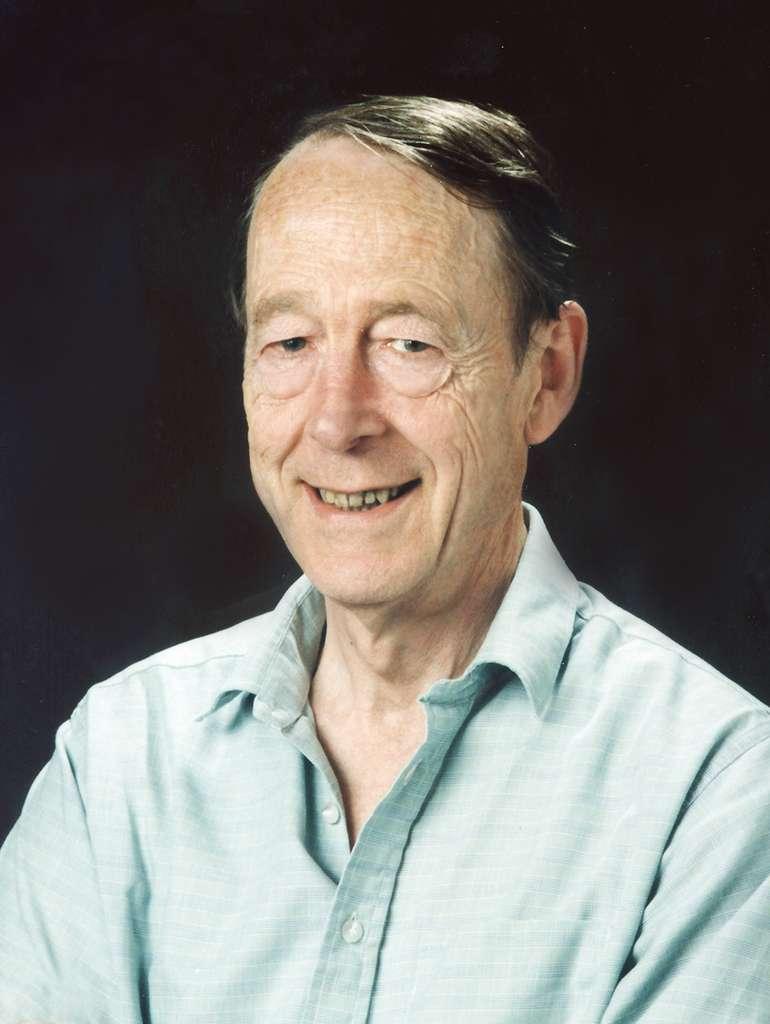 Le physicien Thomas Kibble. Il a non seulement proposé le mécanisme de Higgs, indépendamment de Peter Higgs, mais a aussi été à l'origine du concept de corde cosmique. © Imperial College London