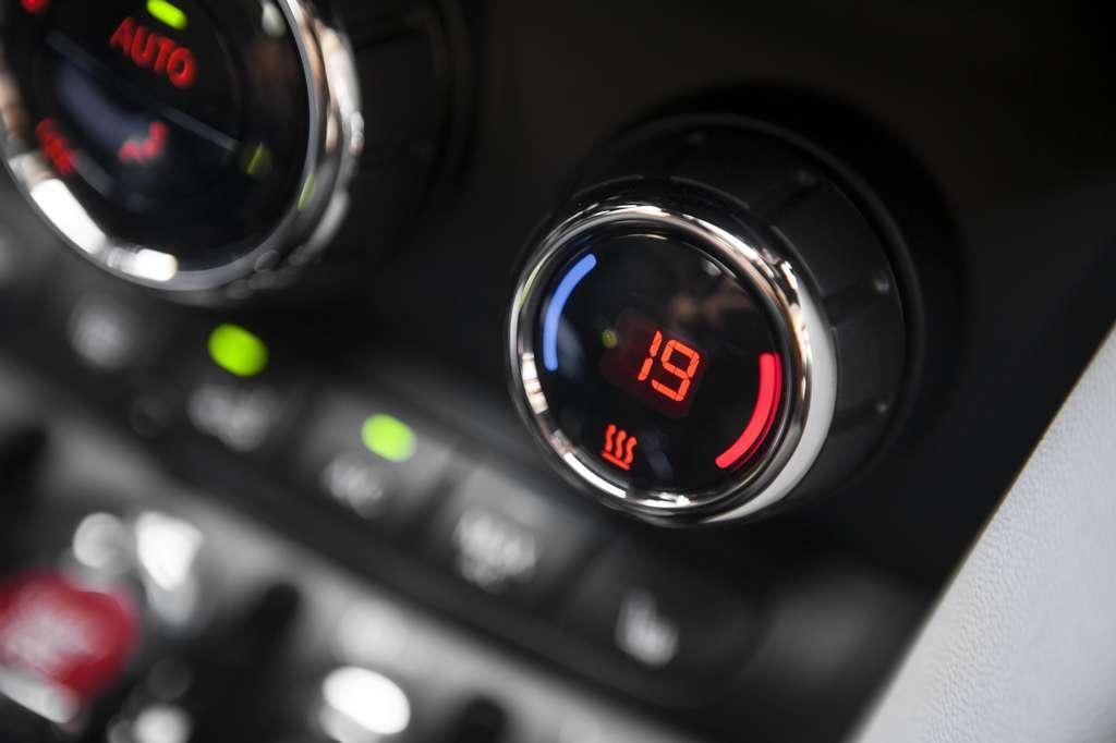 La climatisation entraîne une surconsommation d'essence d'un litre aux 100 kilomètres. © bizoo_n, Fotolia