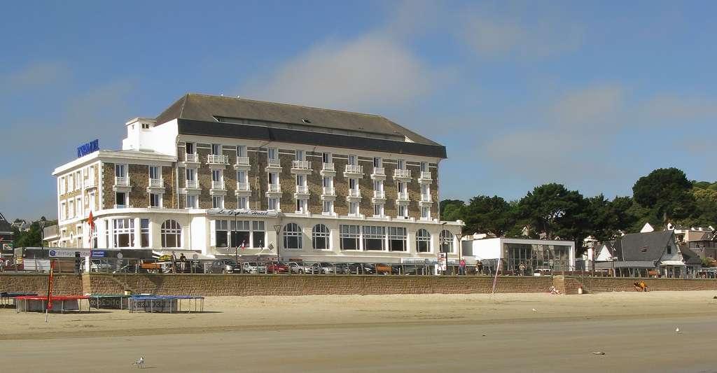 Grand Hôtel de Trestraou, Perros-Guirec. © Demeester, Wikimedia commons, CC by-sa 3.0