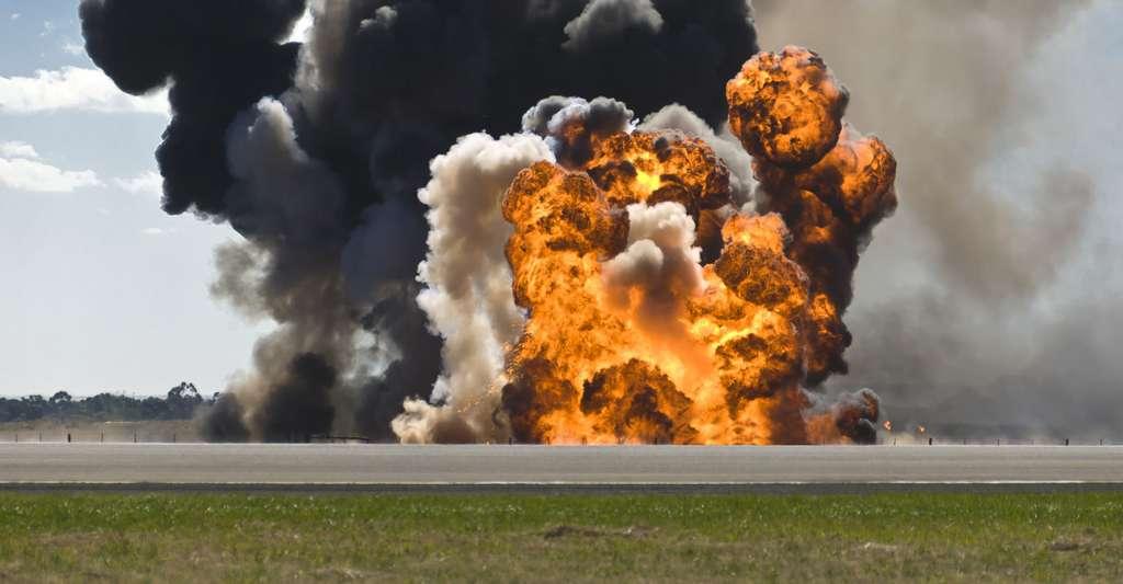 Explosion sur une piste d'aviation. © Andrew Burgess, Shutterstock
