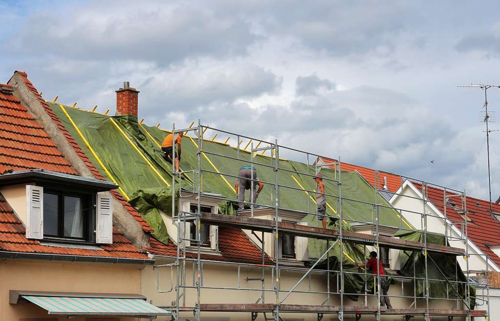 Chantier de réfection de toiture. © Jonathan Stutz, Adobe Stock