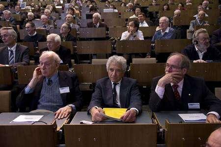 Cliquer pour agrandir. De gauche à droite Jerome Friedman, Jack Steinberger, Gerardus 't Hooft. Crédit : Cern-Jean-Claude Gadmer