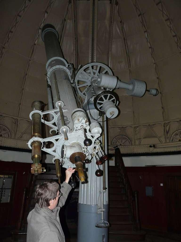 Datant de la fin du XIXe siècle, ce réfracteur de 48 centimètres de diamètre et 7 mètres de focale est la fierté de l'observatoire de Strasbourg. © J.-B. Feldmann