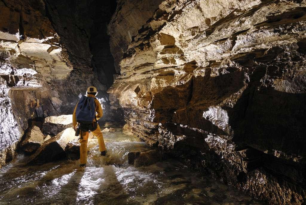 La spéléologie se pratique la plupart du temps dans des grottes karstiques. © PIXATERRA, Fotolia