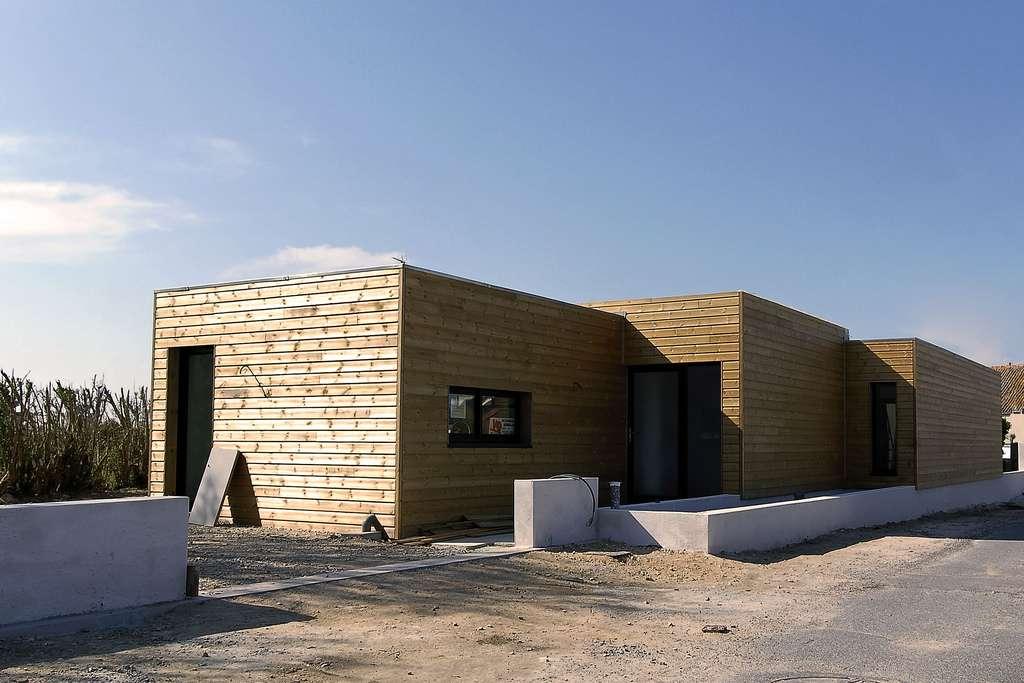 Maison en bois à toit plat