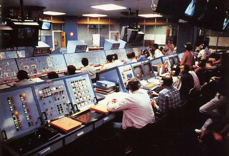 La salle de contrôle large