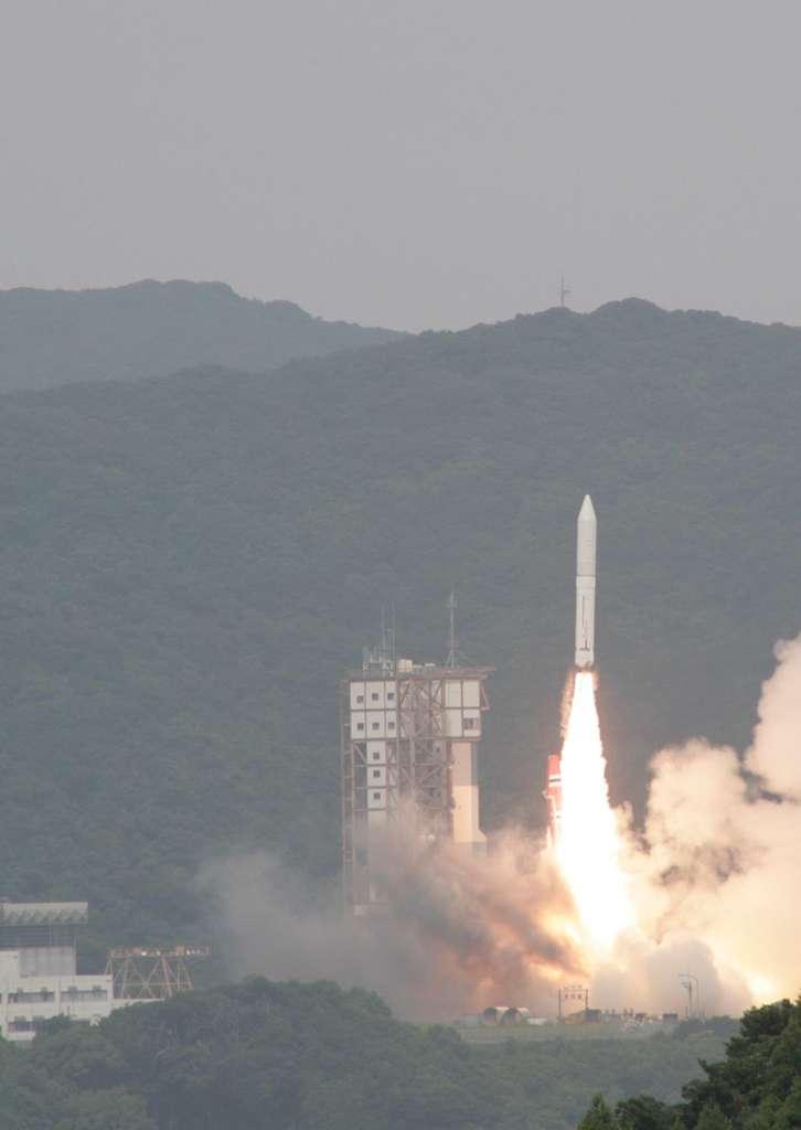 Succès du vol inaugural du nouveau petit lanceur de l'agence spatiale japonaise, Epsilon. Il a décollé le 14 septembre de la base d'Uchinoura. © Jaxa
