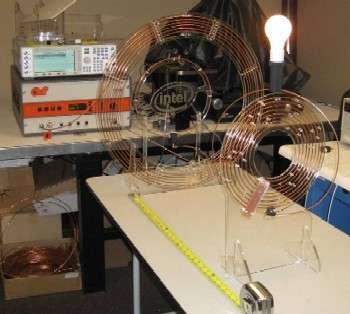 Un prototype du projet WREL (Wireless Resonant Energy), transmettant par radio un peu d'énergie récupérable sous forme d'électricité. © Intel Research Seattle