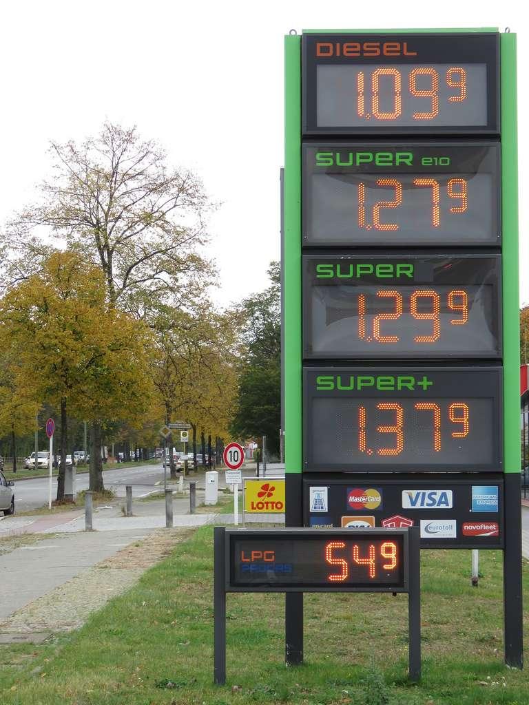 Le principal avantage du GPL est son coût : près de deux fois inférieur aux autres types de carburant. © betexion by Pixabay