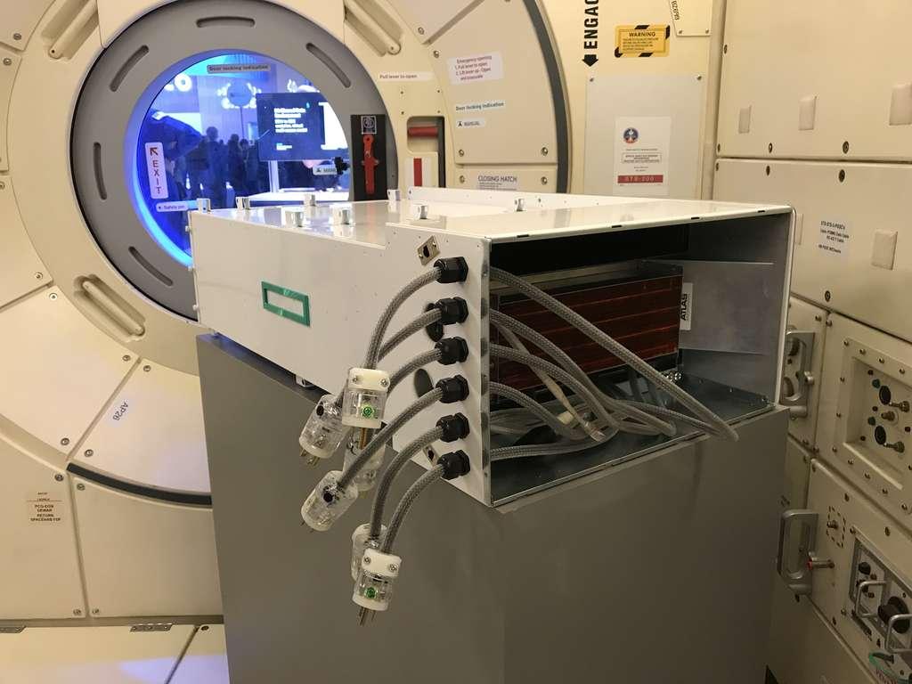 Le Spaceborne Computer a été installé dans le laboratoire Destiny de la Station spatiale internationale. Il a fonctionné de façon très satisfaisante pendant 365 jours, sans rencontrer de difficulté particulière. © Hewlett-Packard Enterprise