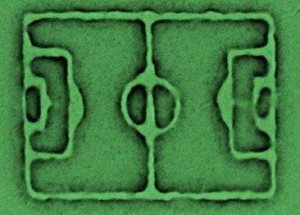 Buuuuuuuuttttttttttt ! Ce terrain mesure 500 nanomètres par 380 ! (Crédits : Trellenkamp / Uni Kaiserslautern)