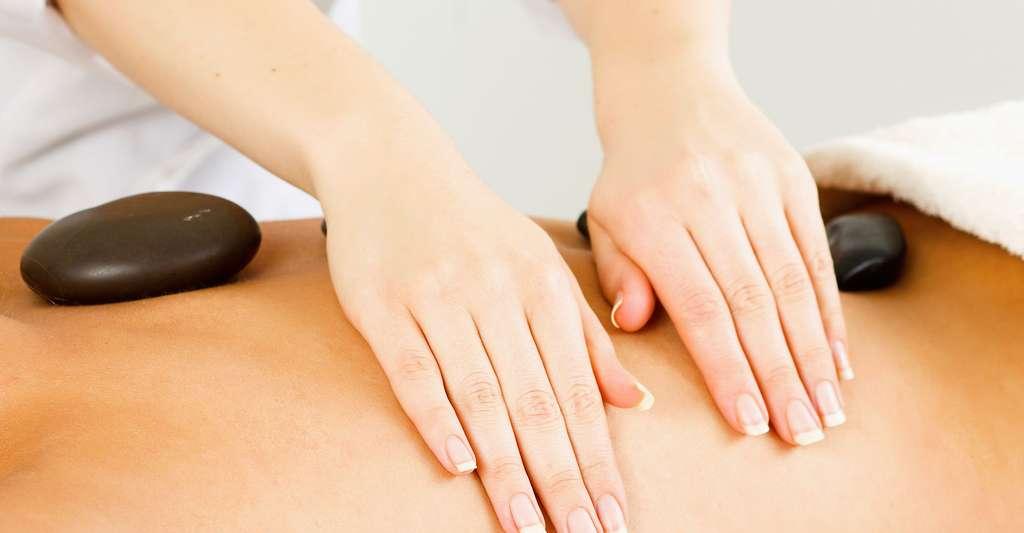 Massage relaxant pour le mal de dos. © Sheff - Shutterstock