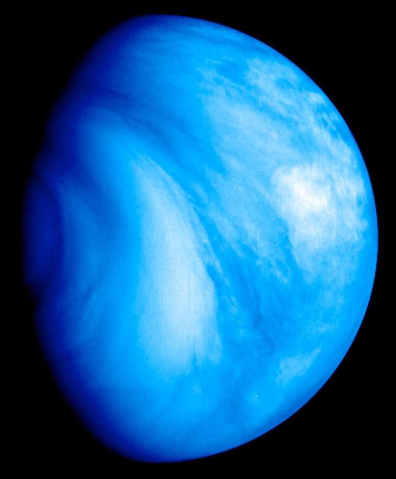 Le principal objectif d'Akatsuki est de percer les mystères du mécanisme qui gère la circulation atmosphérique de Vénus. La sonde doit également utiliser l'ombre de la planète pour observer éclairs et foudroiements. Des occultations radio doivent permettre d'observer les profils verticaux de la température, la quantité d'acide sulfurique dans la haute atmosphère ainsi que la quantité d'électrons libres dans l'ionosphère. © Esa/MPS/DLR-PF/IDA