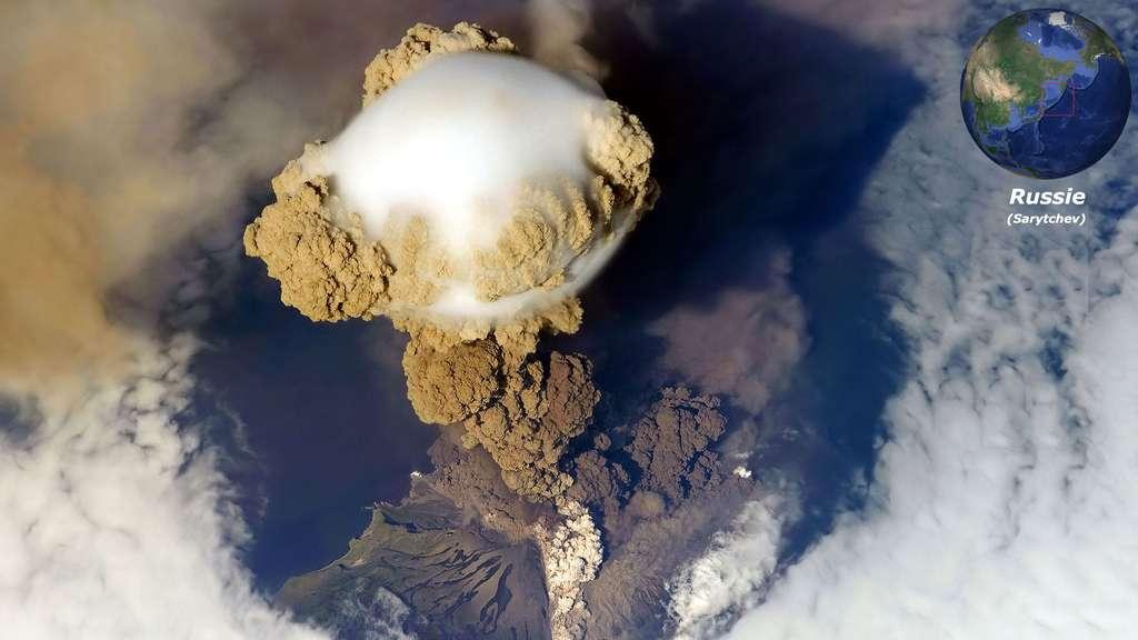 Le Sarytchev, volcan explosif d'une île russe