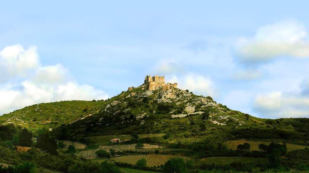 Les vestiges du château d'Aguilar