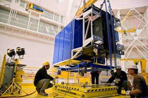 Le système d'optique adaptative Canopus comprend un ensemble de miroirs déformables logés dans un caisson qui prend place au foyer du télescope. © Gemini/Manuel Paredes