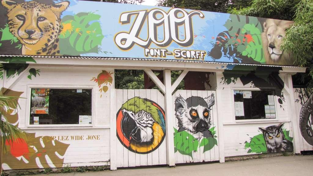 En avril dernier, le zoo de Pont-Scorff a fait l'objet d'une visite de l'Association française des parcs zoologiques. De nombreux points relevés ne correspondaient pas à l'éthique de l'Association et aux standards des parcs zoologiques modernes. La direction a été mise en demeure de se mettre en conformité pour des raisons de sécurité et de bien-être animal. © Julien1978, Wikipedia, CC by-sa 3.0