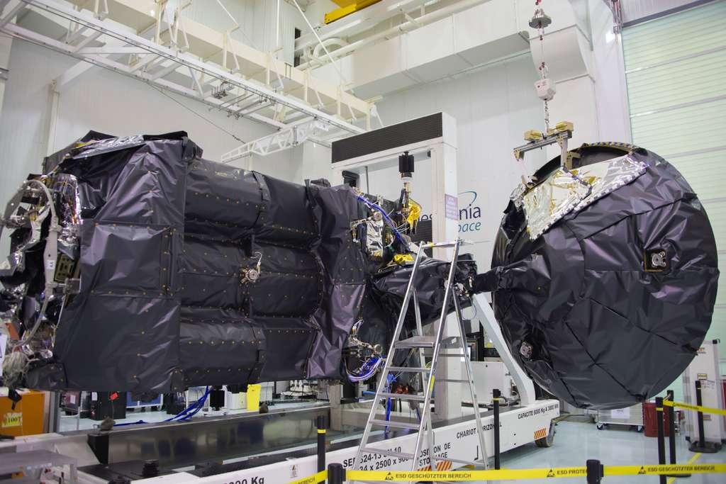 Le satellite TGO entièrement assemblé. © Rémy Decourt