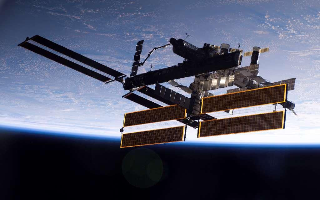 Septembre 2006, Atlantis s'éloigne de l'ISS après sa mission