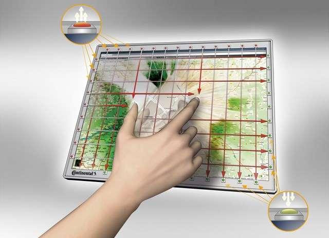 Une série de Led émettent des rayons infrarouges détectés par les photodiodes du côté opposé. Leur absence signale la présence d'un ou plusieurs doigts. Le système de Continental peut détecter des gestes à deux doigts, comme le balayage ou le pincer pour zoomer. © Continental