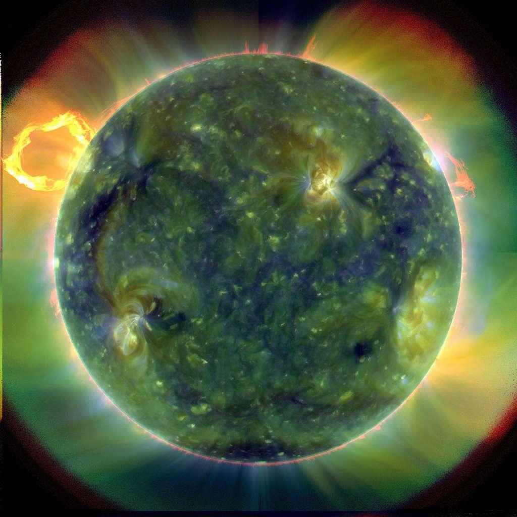 Mosaïque du Soleil réalisée à partir d'images acquises dans différentes longueurs d'onde, le 30 mars 2010. Les régions vertes sont plus froides que les régions rouges. Crédit SDO/AIA