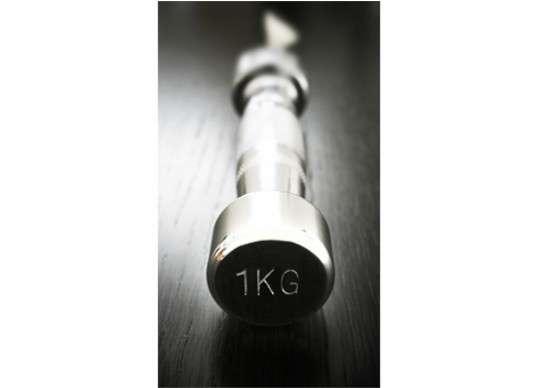 Ne vous y trompez pas, ce n'est pas un simple haltère mais un couteau ! © Thecheeky.com