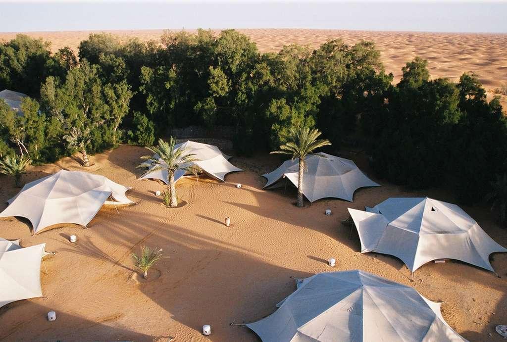 Les tentes du Yadis Ksar, en pierre et toile de lin, sont inspirées de la tradition bédouine. © Atlante