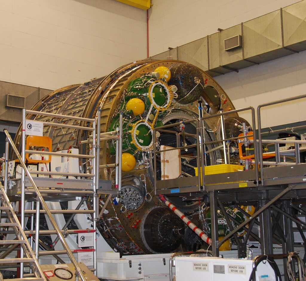 Le module pressurisé de l'ATV-3 dans l'usine turinoise de Thales Alenia Space, quelques semaines avant son transfert pour le site industriel d'Astrium de Brême, en Allemagne. © Remy Decourt