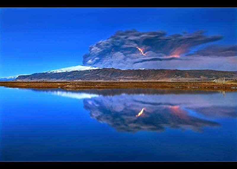 Eruption de l' Eyjafjallajökull : cendres et éclairs