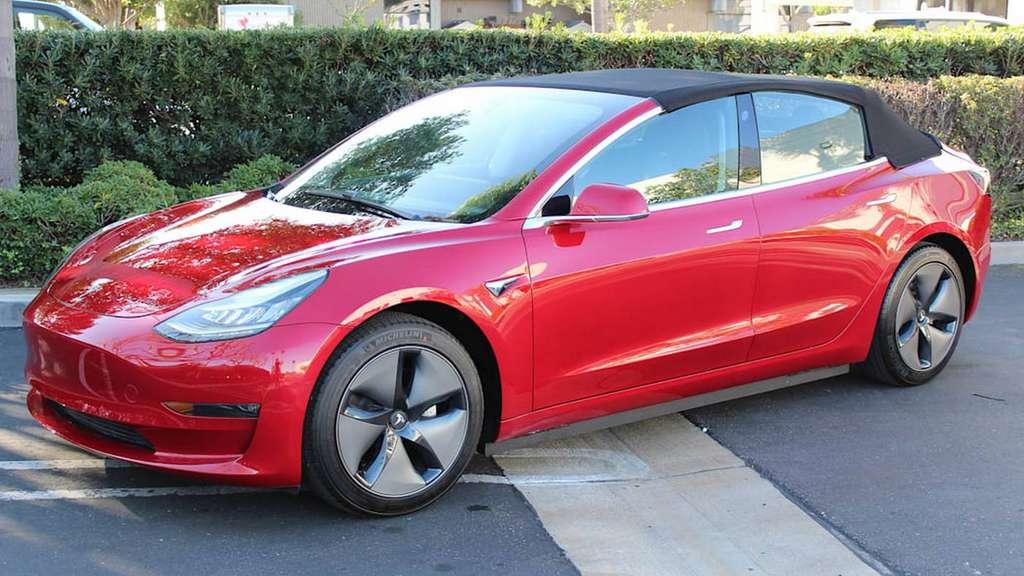 Avec sa capote en place, la Tesla Model 3 cabriolet perd tout son charme. © MotorTrend, Newport Convertible Engineering