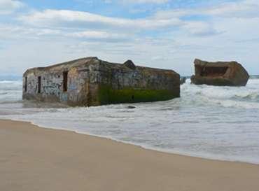 Figure 4 : Bunker de la seconde guerre mondiale sur la plage de Cap Breton.