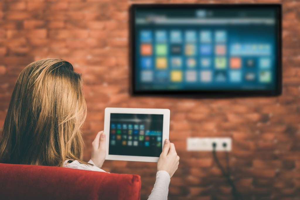 La smart TV offre une multitude de services. © Rasulov, Adobe Stock