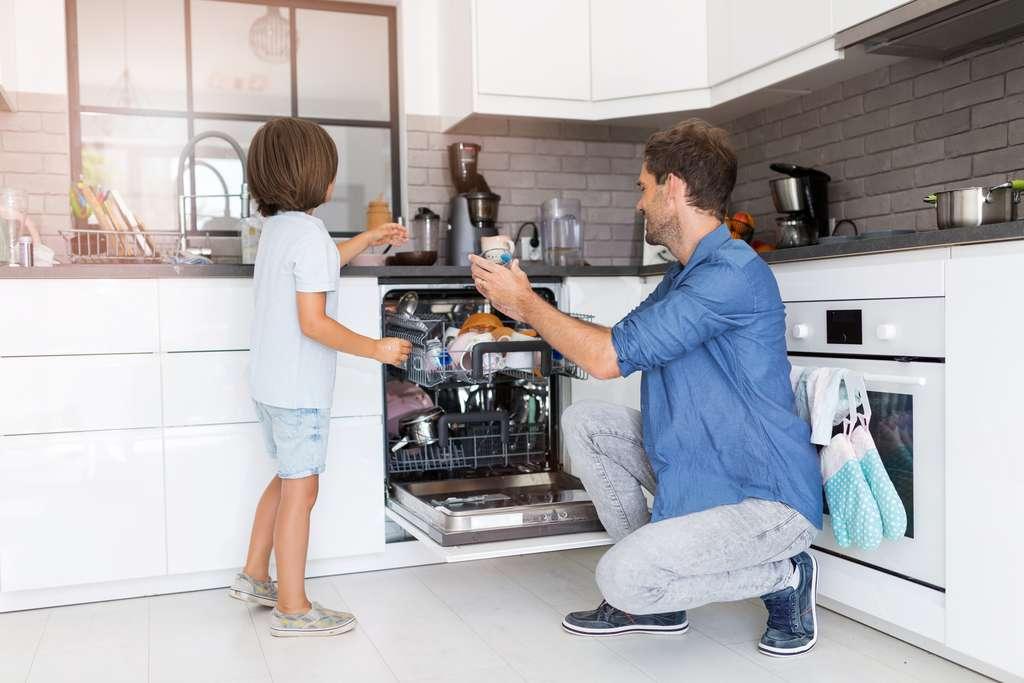 Pour les raccords en eau propre et sale, il faudra passer par une installation manuelle. © Pikselstock, Adobe Stock