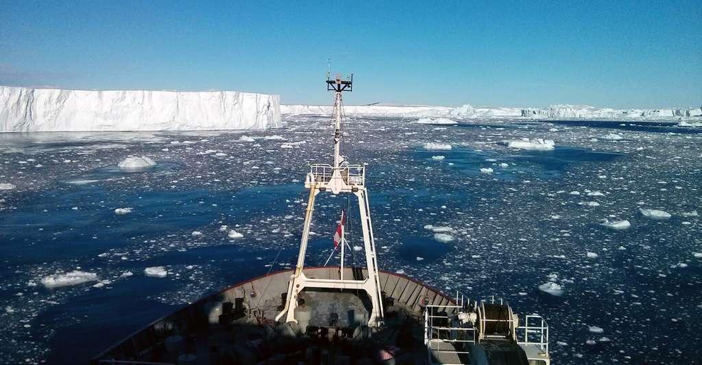 Entre janvier et mars 2014, des scientifiques ont embarqué à bord du brise-glace James Clark Ross pour tracer des gaz rares dans les eaux de l'Antarctique. © Brice Loose, université de Rhode Island