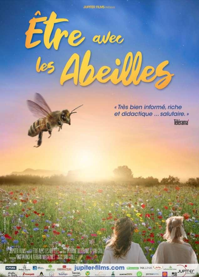 Le documentaire Être avec les abeilles est une véritable invitation à l'émerveillement. Mais il n'en oublie pas moins de proposer des solutions concrètes aux problématiques des abeilles, des apiculteurs, des agriculteurs… de nous tous, en somme. © Jupiter Films