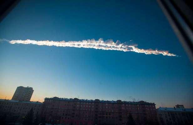 L'explosion surprise d'une météorite au-dessus de la ville russe de Tcheliabinsk en février dernier a mis en évidence la vulnérabilité de la Terre. D'où la nécessité de recenser le plus possible d'objets orbitant près de notre planète. © Yekaterina Pustynnikova, AP, Sipa