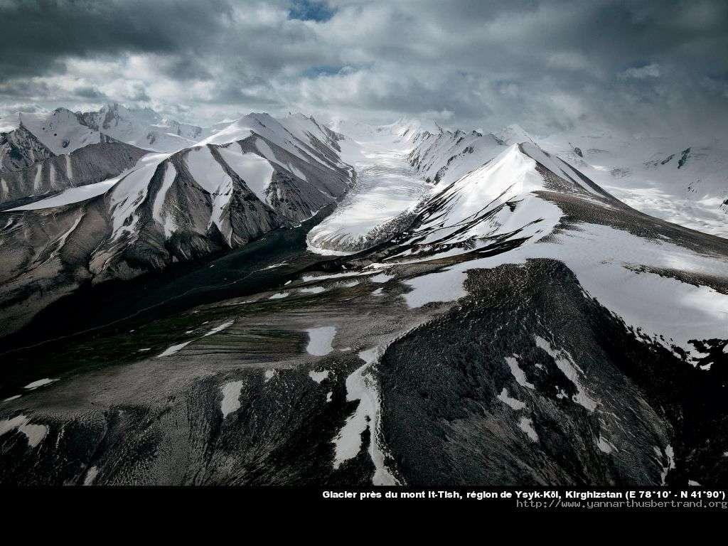 Glacier près du mont It-Tish, région de Ysyk-Köl, Kirghizstan