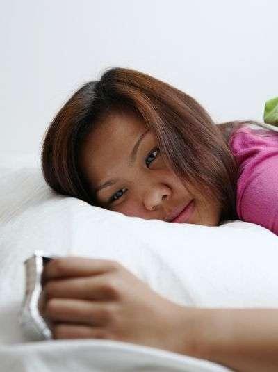 L'insomnie peut réduire la résistance au stress, ce qui à son tour va favoriser l'insomnie. Il est donc important de réagir rapidement lorsqu'une crise d'insomnie à court terme pointe le bout de son nez en réagissant de façon adaptée. © l i g h t p o e t, shutterstock.com