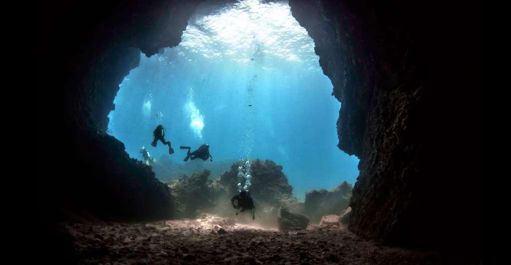 Les grottes sous-marines. © Varakorn Kuldilok, Wikimedia Commons, CC by-sa 3.0