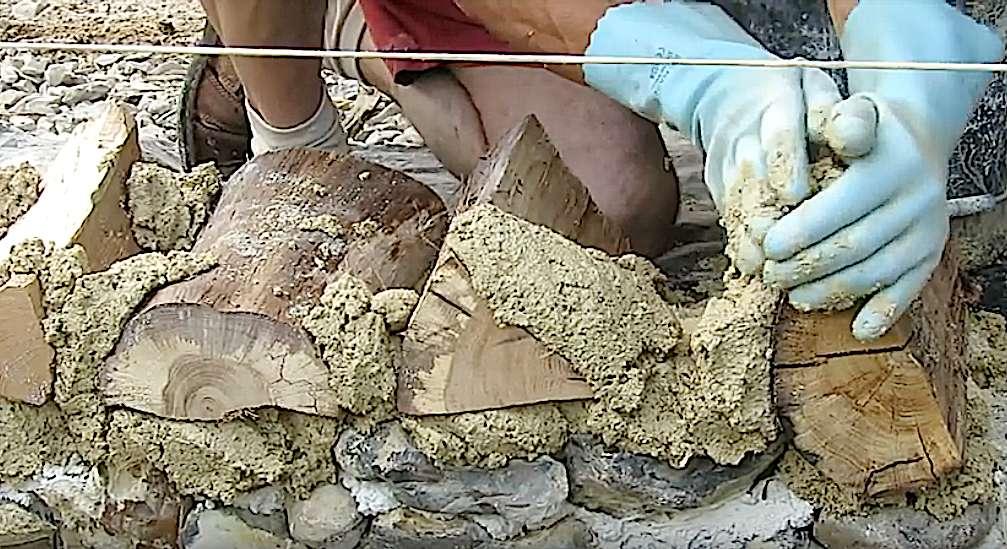 Le mortier peut être additionné de pigments pour éclaircir la teinte, la densifier, la réchauffer… selon l'aspect désiré. © Le jardin des Petites Ruches