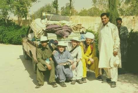 Equipe de 1999 - Mouloud Benammi, Laurent Marivaux, Pierre-Olivier Antoine, Jean-Loup Welcomme, Ibrahim Baloch et Rahou, notre cuisinier. © 1999 MPFB