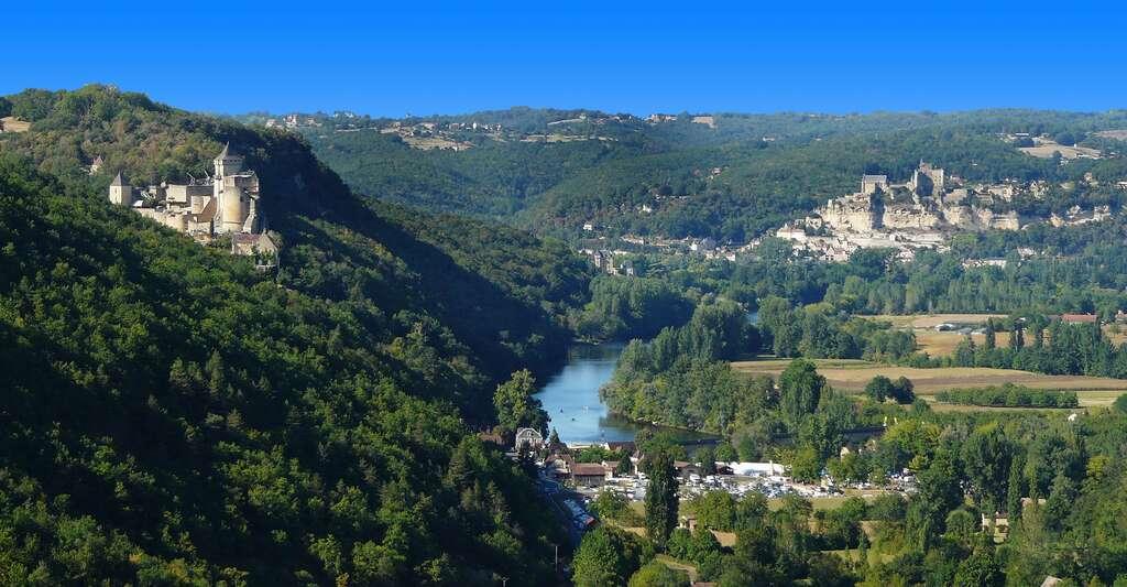 La vallée de la Dordogne avec le château de Castelnaud (à gauche). © Père Igor, CC by-sa 3.0