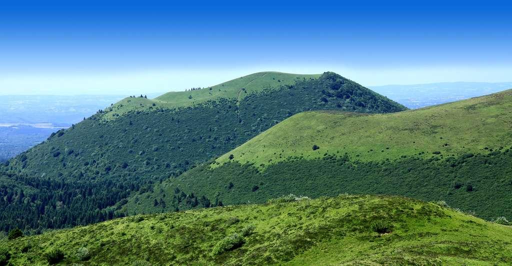 Le puy de Côme est un volcan de la chaîne des Puys, dans le Massif central. © Thesupermat CC BY-SA 3.0