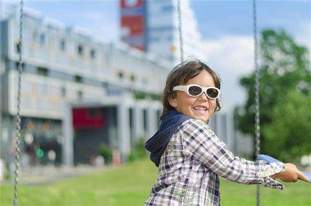 Les lunettes électroniques Amblyz permettent de traiter l'amblyopie ou syndrome de l'œil paresseux. © XPAND 3D, Amblyz Glasses