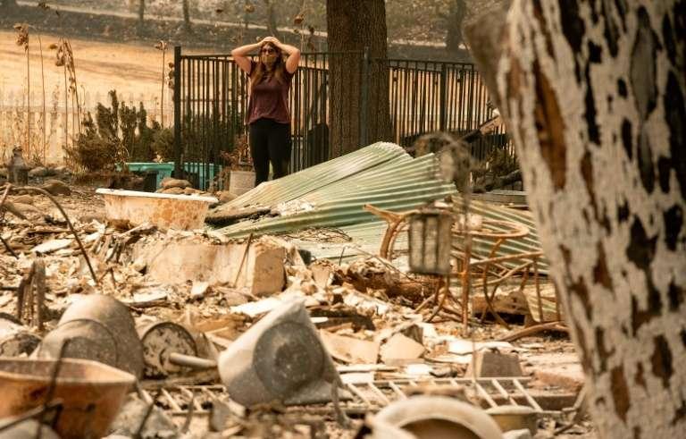Une habitante découvre ce qu'il reste de sa maison détruite par l'incendie LNU Lightning Complex, le 23 août 2020, à Vacaville. © Josh Edelson, AFP