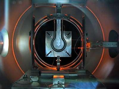 Le moteur ionique DS4G, pendant sa campagne de test à l'ESTEC (Crédits : ESA)
