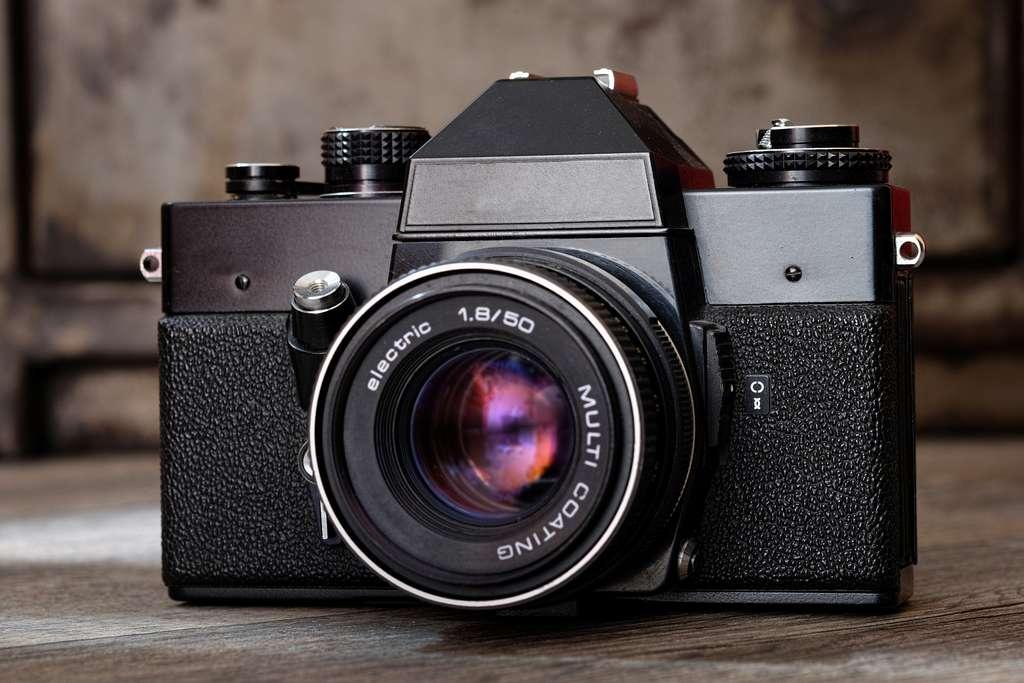 L'appareil photo hybride est un compact à grand capteur. © Dominique Vernier, Adobe Stock
