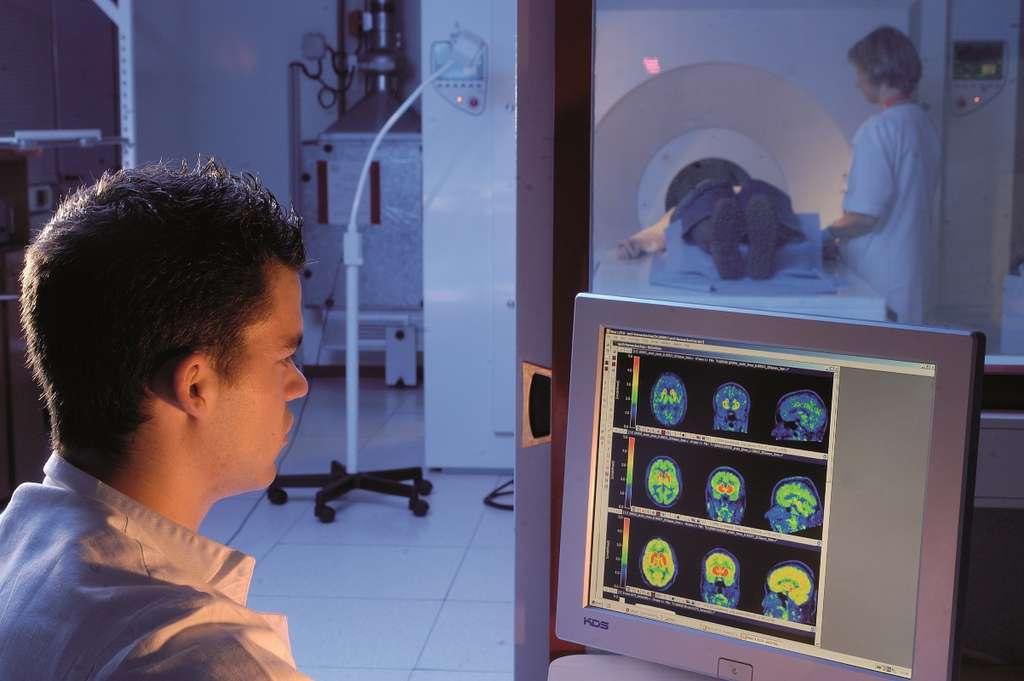 La caméra TEP : voir le cerveau grâce à des traceurs radioactifs